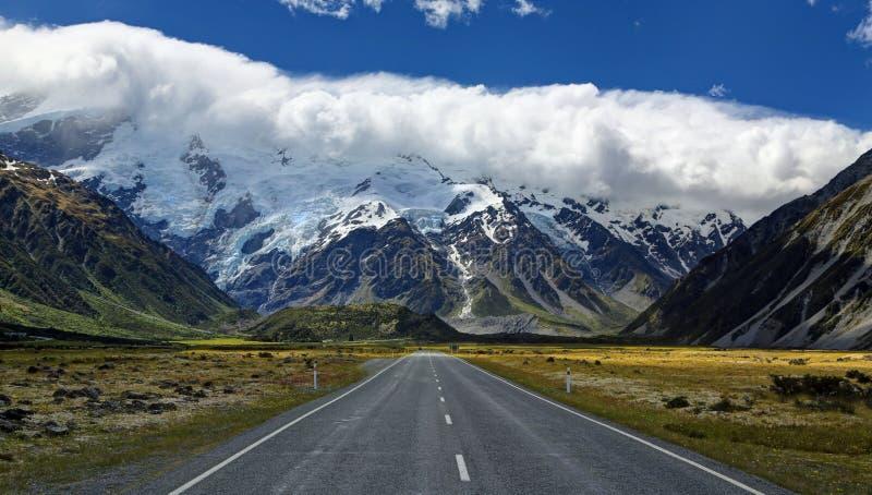Camino a Mt Cocinero Village, Nueva Zelanda fotografía de archivo libre de regalías