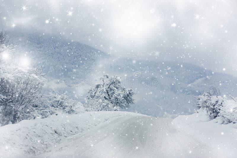 Camino nevado del invierno imagen de archivo
