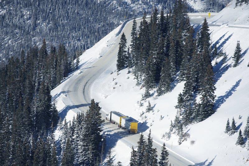 Camino peligroso del invierno imagen de archivo libre de regalías