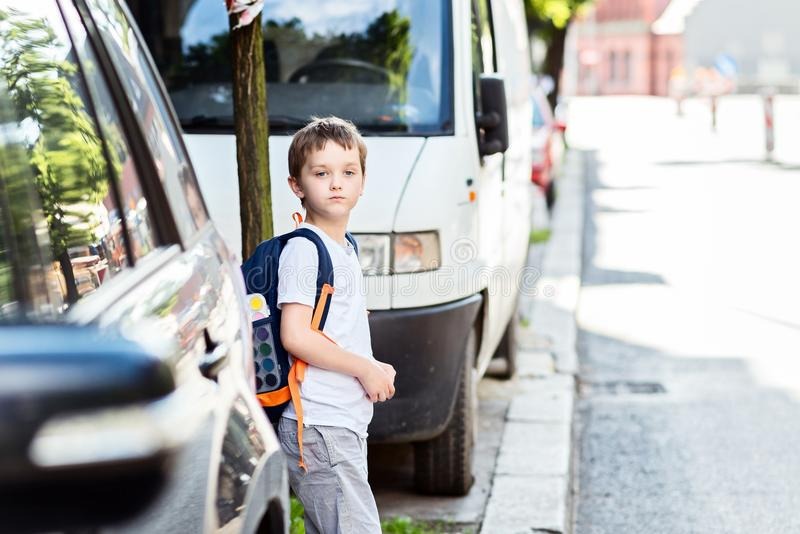 Camino peligroso a la escuela foto de archivo
