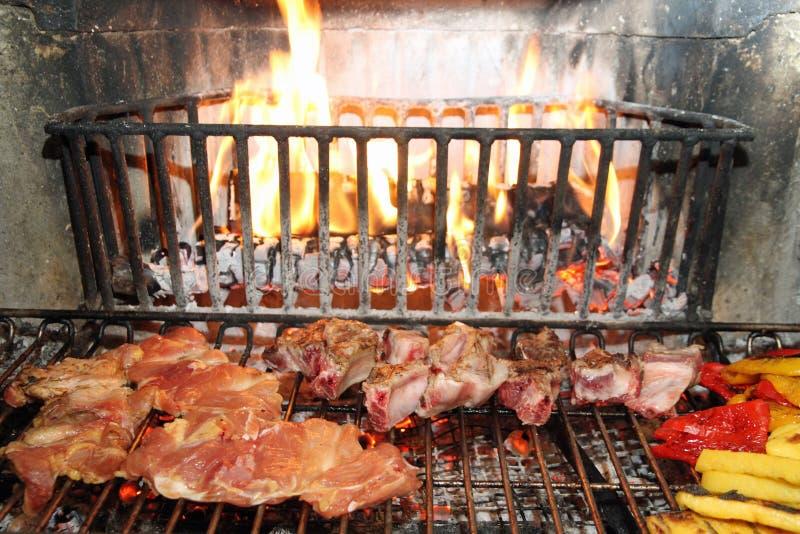 Camino per cucinare carne con la polenta fotografia stock immagine di bistecca rinforzi 38893818 - Camino per cucinare ...