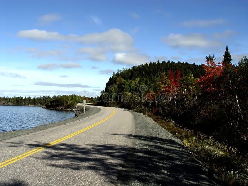 Camino por la orilla fotos de archivo