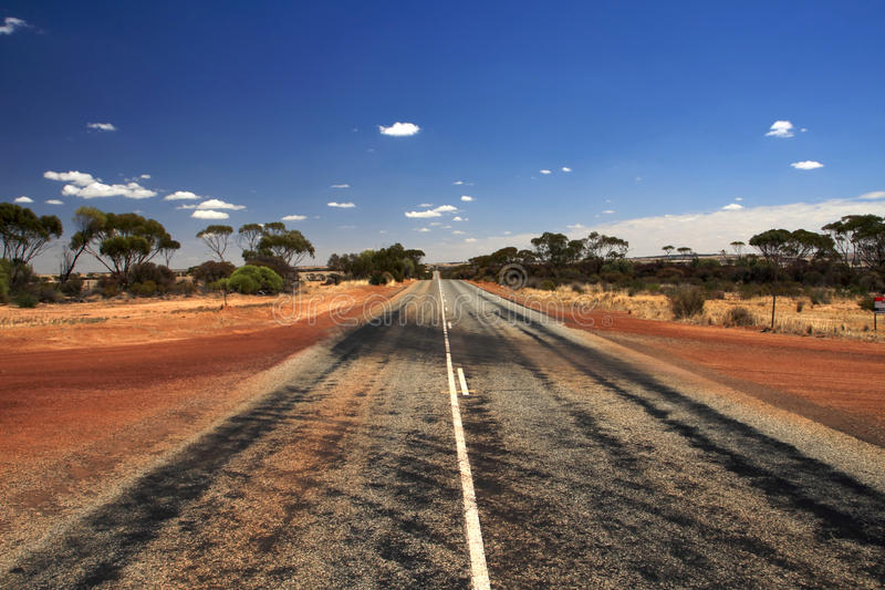 Camino recto del desierto   fotografía de archivo