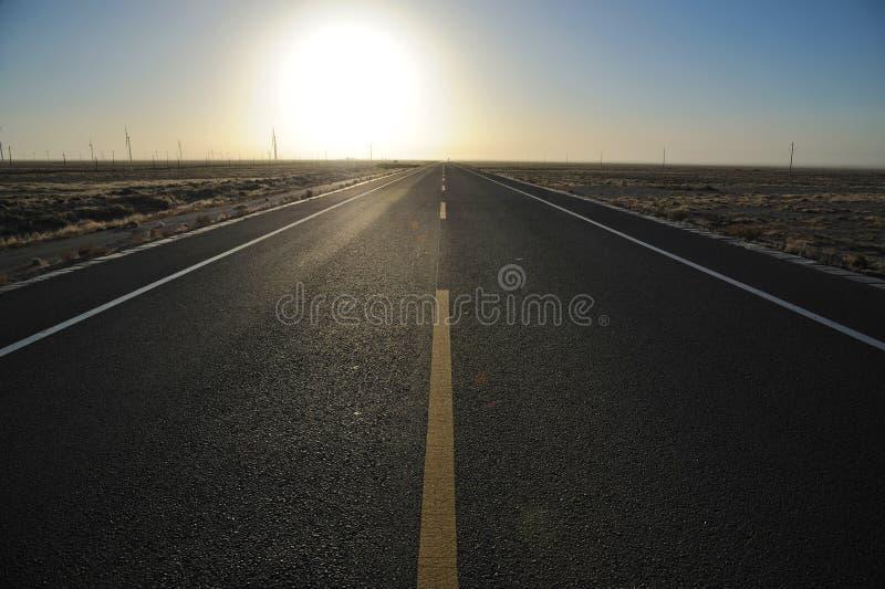 Camino Recto En La Salida Del Sol Fotografía de archivo