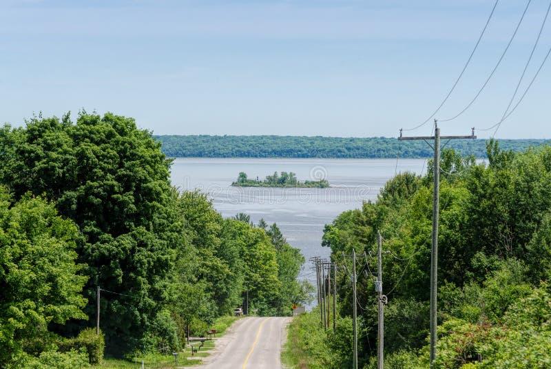 Download Camino rural y una isla imagen de archivo. Imagen de ontario - 41918367