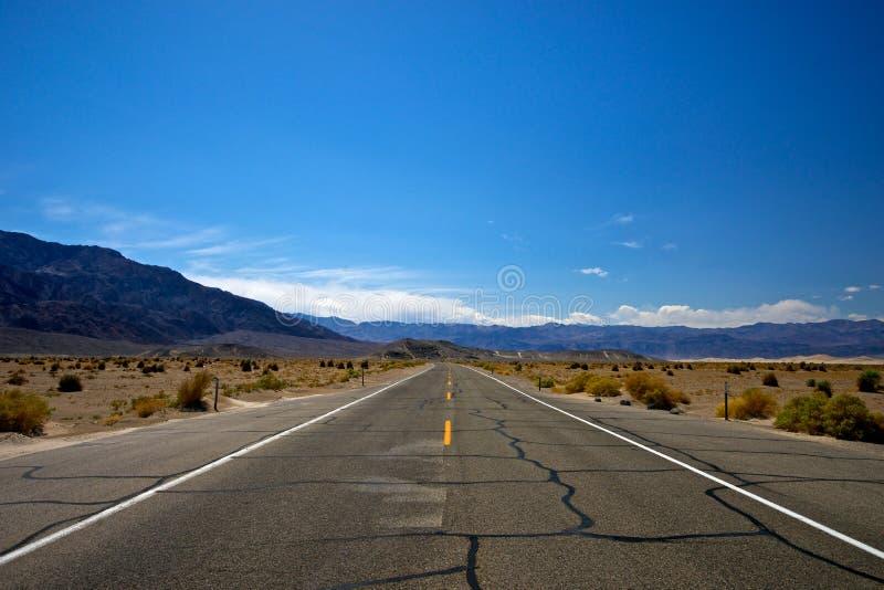 Camino solitario del desierto foto de archivo libre de regalías