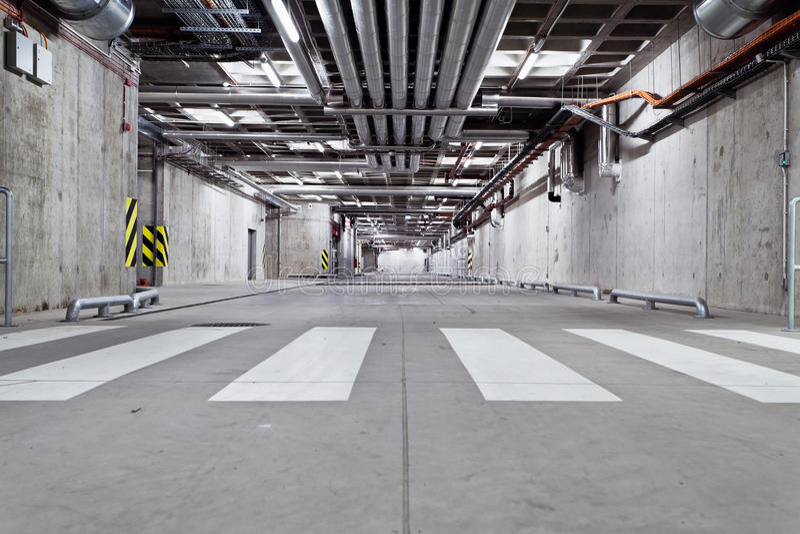 Camino subterráneo del concreto fotografía de archivo