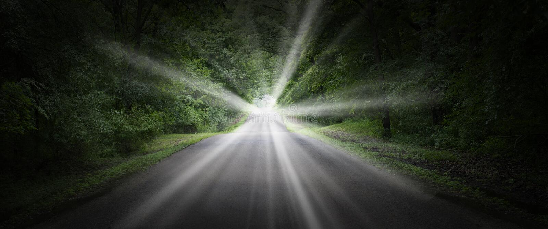 Camino surrealista, carretera, luz brillante fotografía de archivo