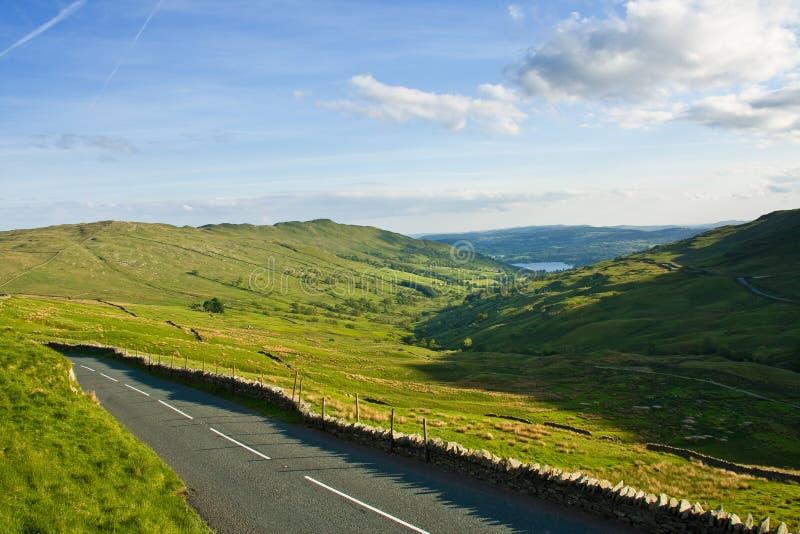 Camino a través de las colinas fotografía de archivo
