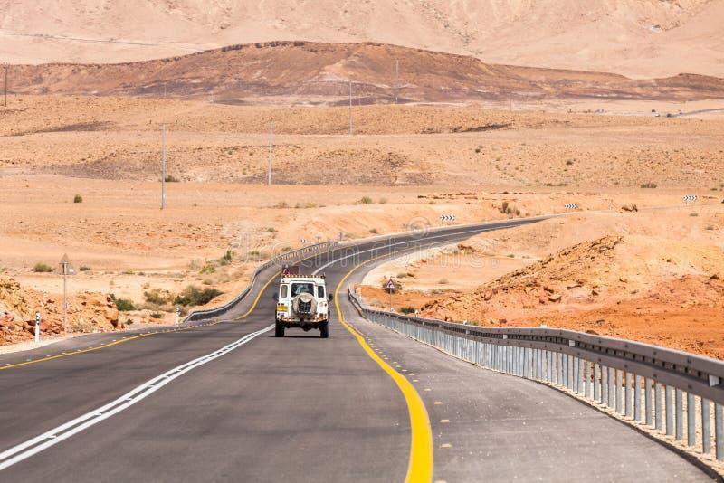 Camino a través del desierto del Néguev fotos de archivo