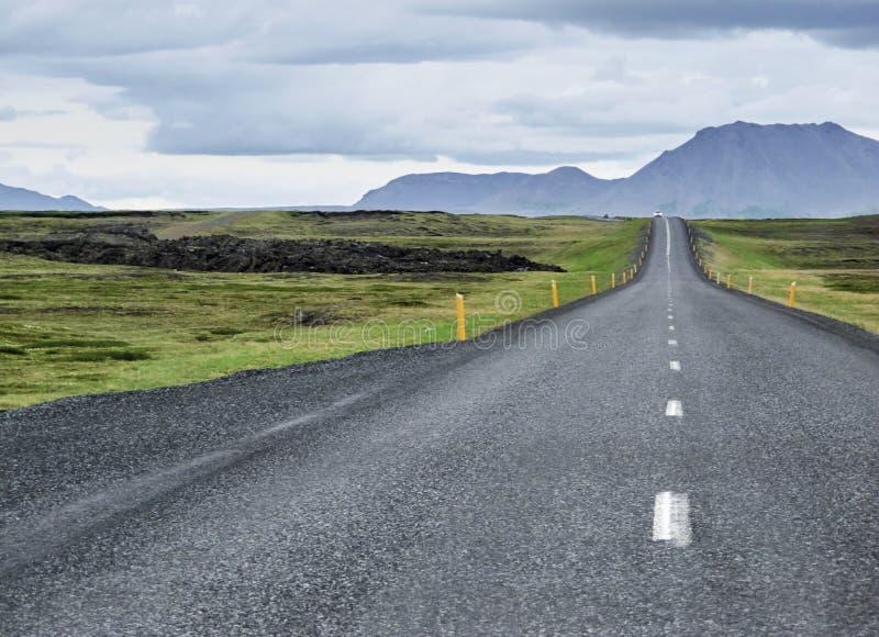 Camino vacío en Islandia imágenes de archivo libres de regalías