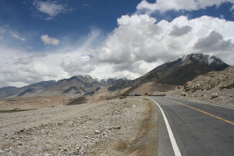 Camino vacío Karakorum fotos de archivo libres de regalías