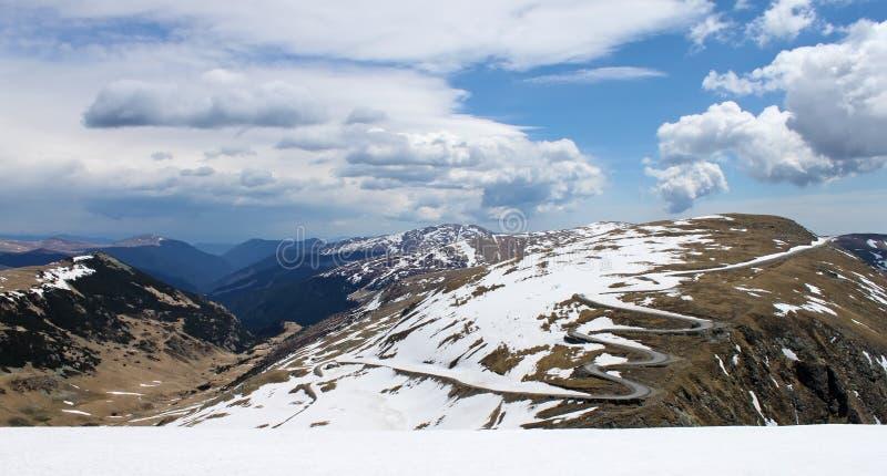 Camino Wining en Parang - Rumania fotos de archivo