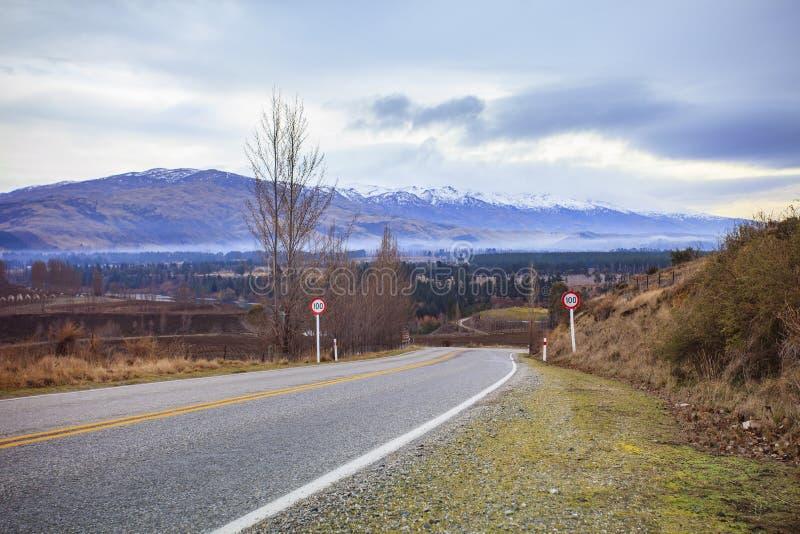 Camino y escena rural en queenstown Nueva Zelanda fotografía de archivo