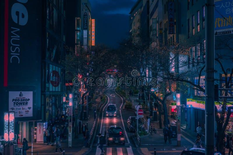 Camino y luces de la serpiente de Tokio en la noche fotos de archivo