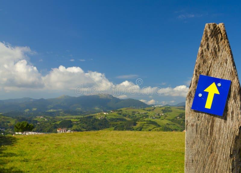 Caminoen de Santiago, också som är bekant vid den engelska namnvägen av St James arkivfoto