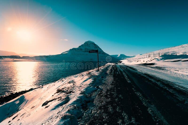 Caminos vacíos del fiordo imagen de archivo libre de regalías