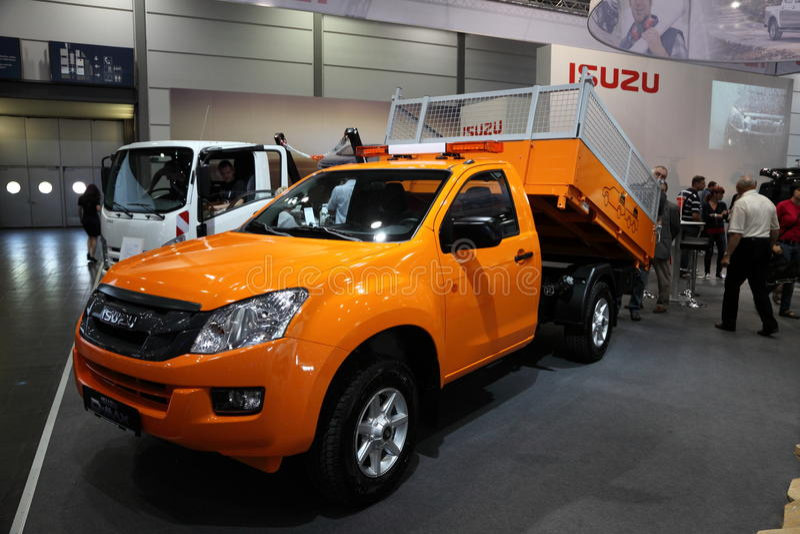 Camion à benne basculante d'ISUZU D-MAX image libre de droits