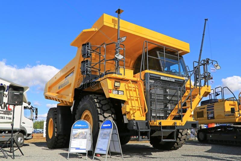 Camion à benne basculante rigide de KOMATSU HD605 sur l'affichage photos stock