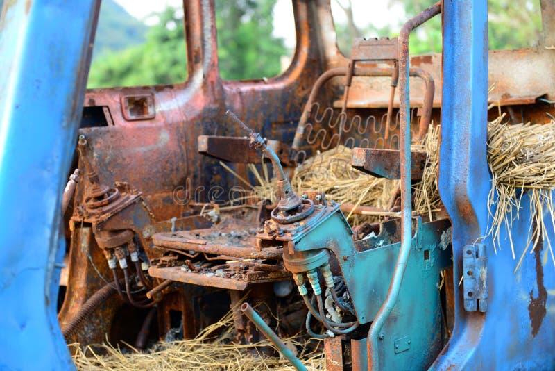 Camion abandonné de pelle en conditions rustiques image libre de droits