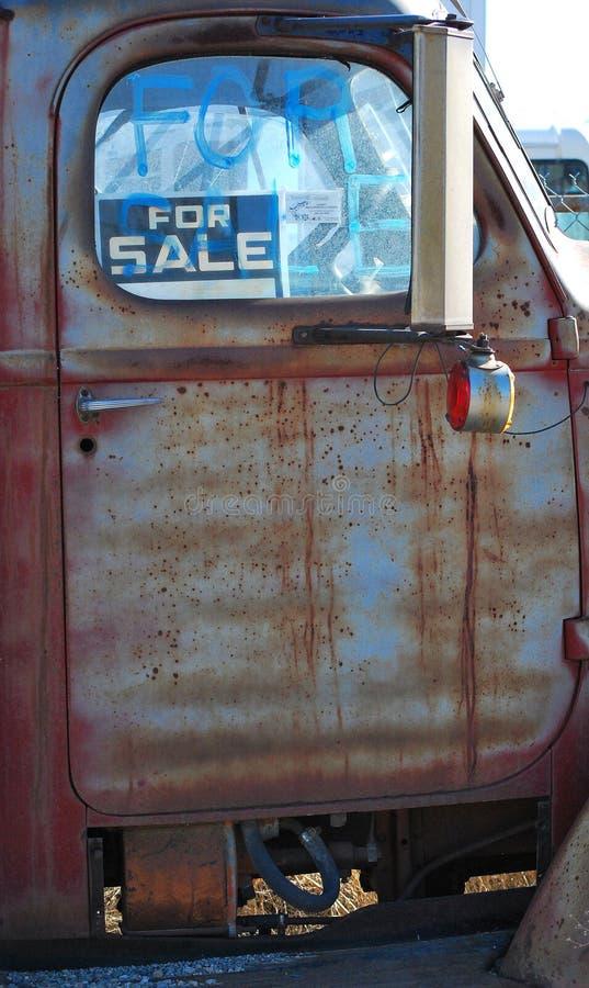 Camion abandonné par cru photo libre de droits