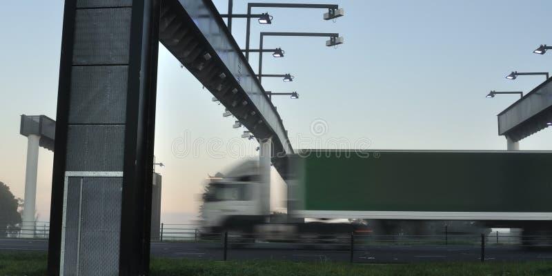 Camion al cancello di tributo immagini stock libere da diritti