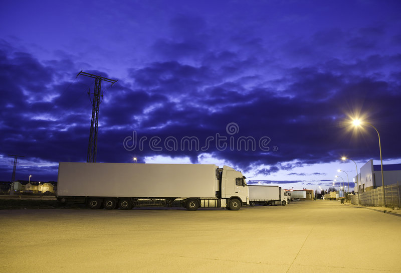 Camion alla notte fotografie stock