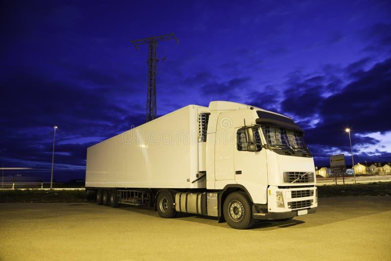 Camion alla notte fotografia stock