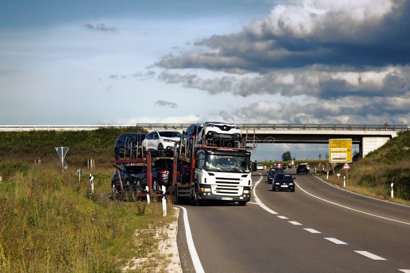 Camion allemand sur l'autoroute image libre de droits