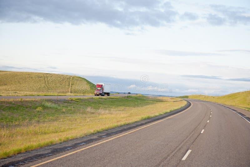 camion aperto della strada principale fotografia stock