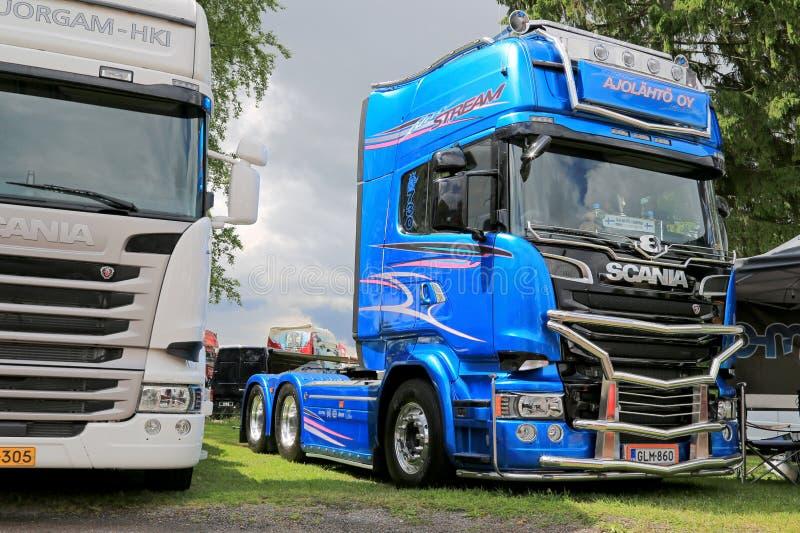 Camion blu dell'edizione limitata della corrente di Scania R730 immagini stock