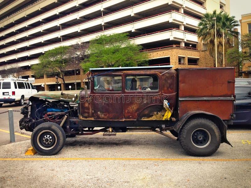 Camion casalingo unico dell'automobile del veicolo stradale sul parcheggio fotografia stock libera da diritti