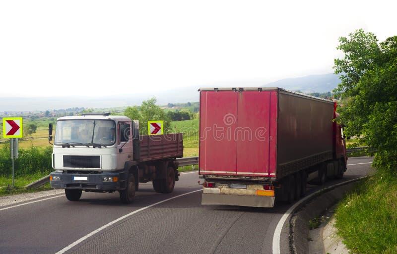 Camion che guida sulla strada fotografie stock