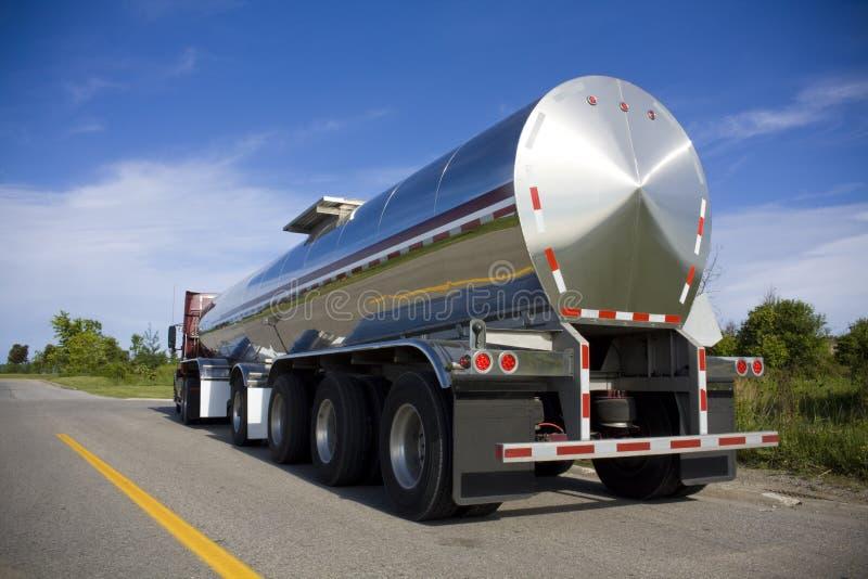 Camion-citerne argenté image libre de droits