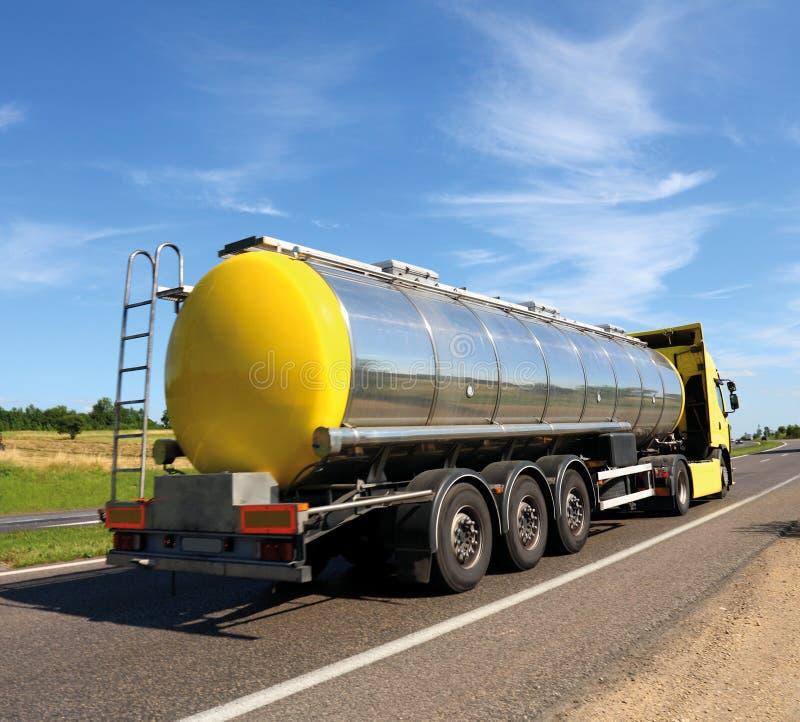Camion-citerne aspirateur photographie stock libre de droits