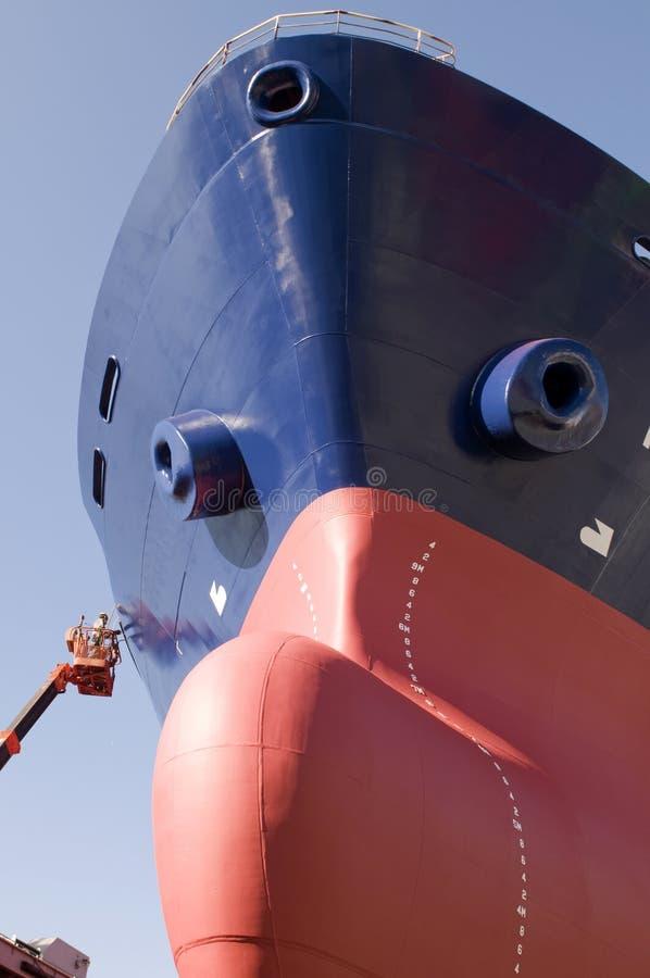 Camion-citerne dans le chantier naval photo stock
