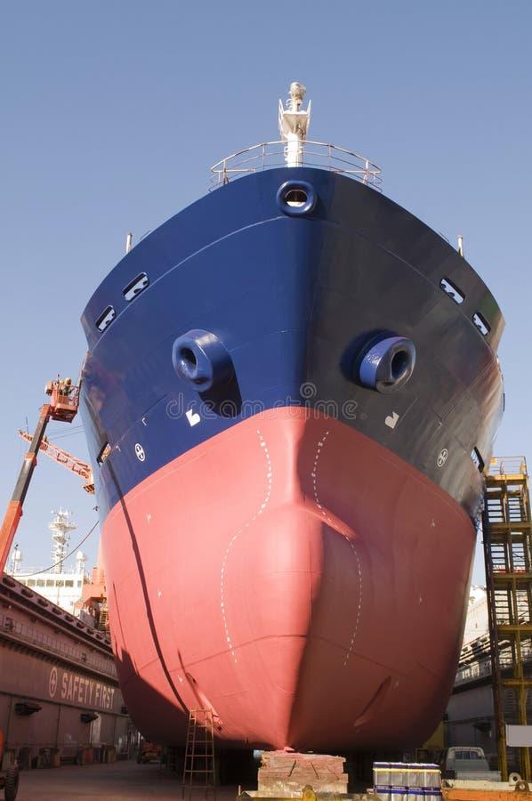 Camion-citerne dans le chantier naval images stock