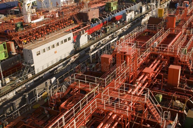 Camion-citerne dans le chantier naval photographie stock libre de droits