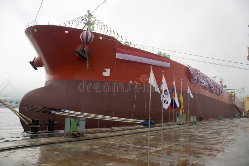 Camion-citerne dans le chantier naval photo libre de droits