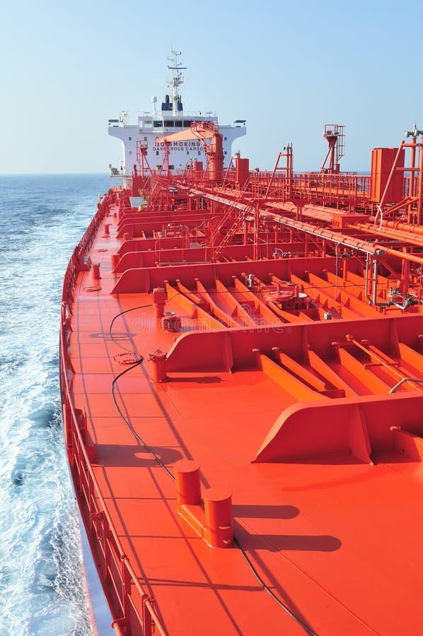 camion-citerne de bateau de pétrole brut de transporteur photographie stock libre de droits