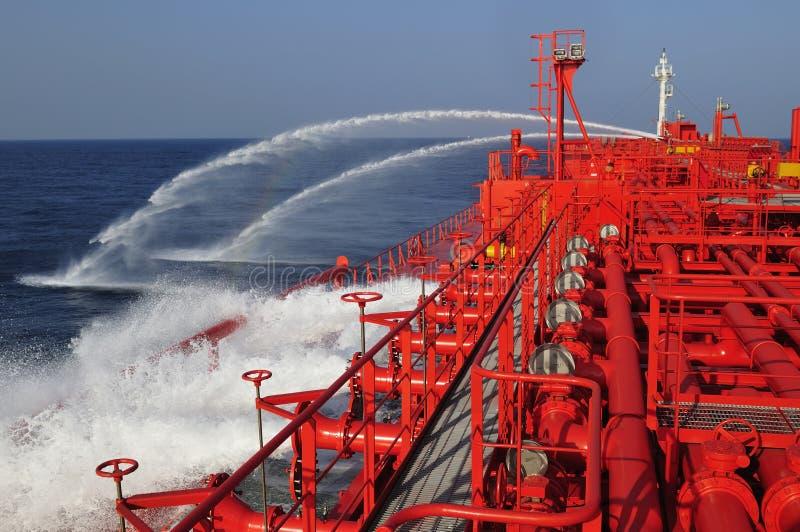 camion-citerne de bateau de pétrole brut de transporteur photographie stock