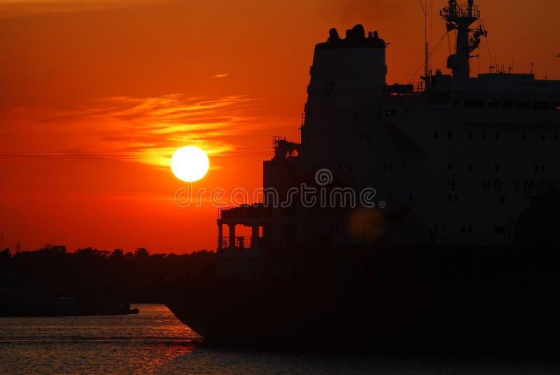 camion-citerne de coucher du soleil image libre de droits