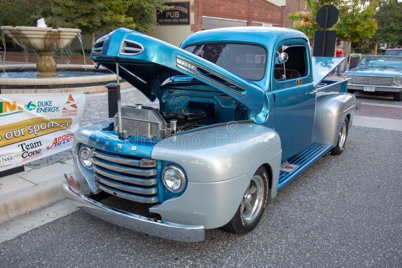 Camion classico di Ford su esposizione fotografie stock libere da diritti