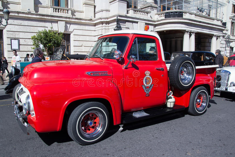 Camion classique de F-100 de Ford images libres de droits