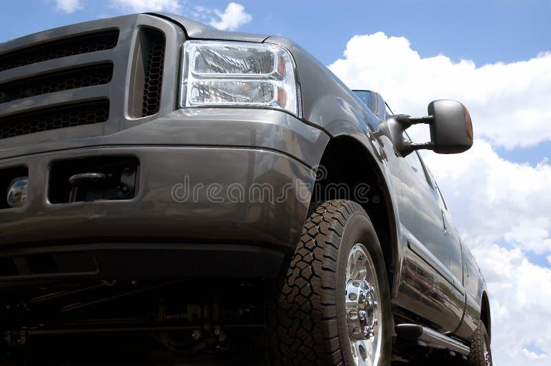 Camion contro il cielo fotografia stock libera da diritti