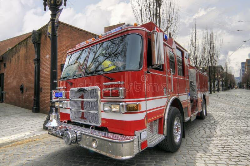 Camion d'incendie et d'engine de sauvetage image stock