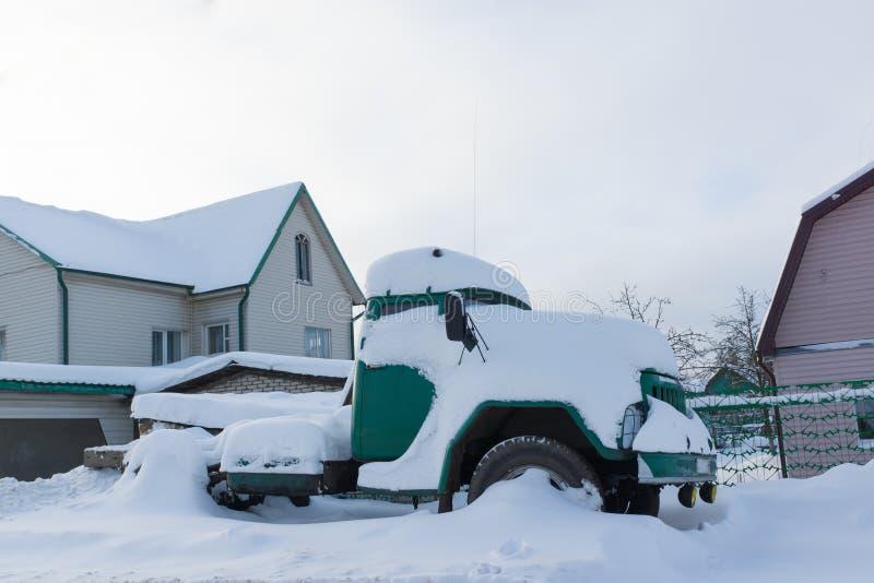 Camion dans la neige image libre de droits