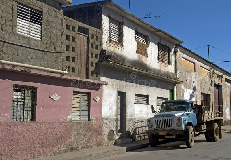 Camion dans la vieille ville, Santa Clara, Cuba photo stock