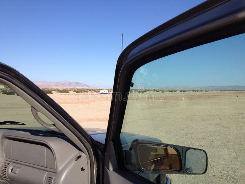 Camion dans le désert images libres de droits