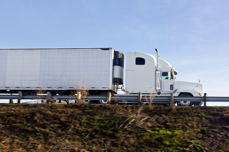 Camion dans le mouvement images stock